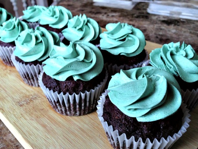 2-vegan-chocolate-cupcakes-660