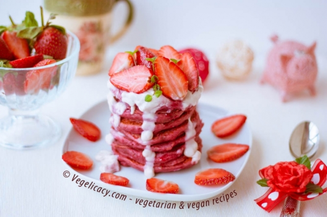 vegan-red-velvet-pancakes