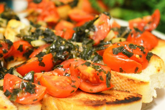 Spicy Bruschetta #vegan #dinnerparty #italian #appetizer #starter