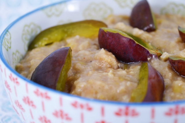 Plum and Hazelnut Oatmeal #vegan #breakfast #oats #porridge #dairyfree #healthy