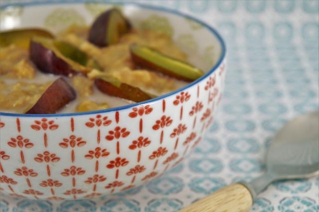 Plum and Hazelnut Oatmeal #vegan #breakfast #oats #porridge #dairyfree #healthy