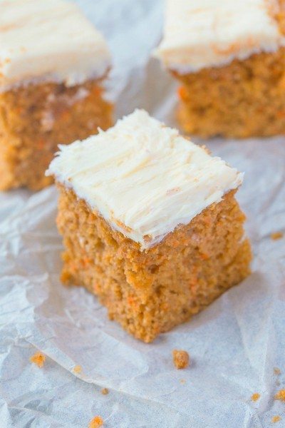 HEALTHY FLOURLESS CARROT BREAKFAST CAKE