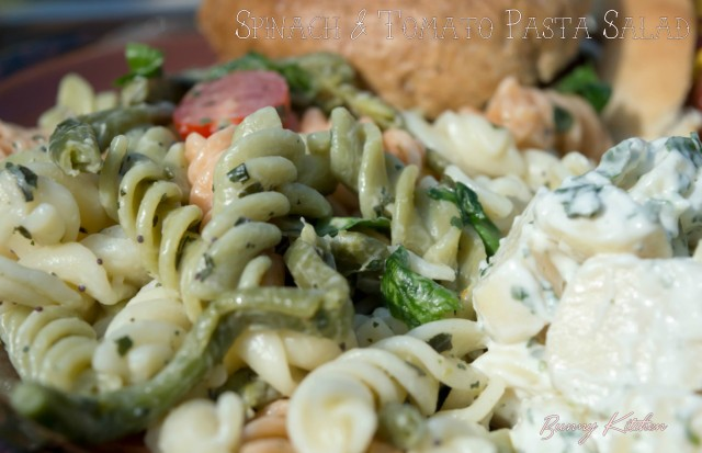 The Perfect Vegan #Barbecue - Spinach and Tomato Pasta Salad #vegan #bbq